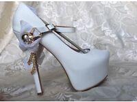ZiGiny White Skull Jane Platforms *brand new* Size 7