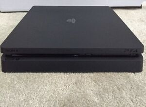 PS4 1TB SLIM 10/10 WITH CONTROLLER