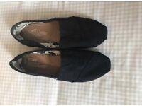 Black Toms Size 5