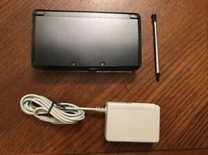 Black Nintendo 3DS With Charger, Stylus Pen And Game!