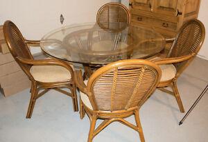 EUC Indoor Wicker Dining Set - Seats 4