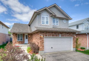Spotless family home in Laurelwood Conservation Meadows!