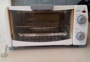 4 Slice Toaster oven with toast, bake and broil/grill functions