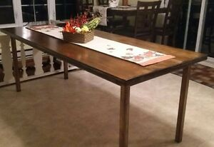 Dining table  Cornwall Ontario image 1