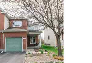 Large End Unit Townhome in Kanata Village Green area