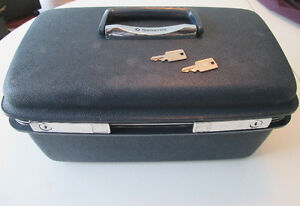 SAMSONITE COSMETIC CASE WITH MIRROR AND 2 KEYS