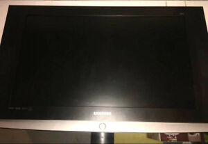 32 inch Samsung Flat Screen comes with t.v. stand .SAVE Taxes