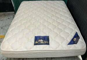Excellent white pillow top queen mattress. Delivery option is availabl