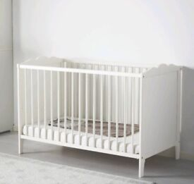 Ikea cot and mattress in very good condition