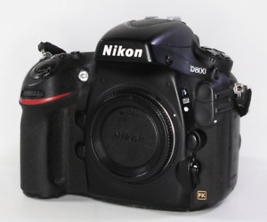 D800 in as NEW condition with BNIB NIKON MB-D12 Vertical Grip