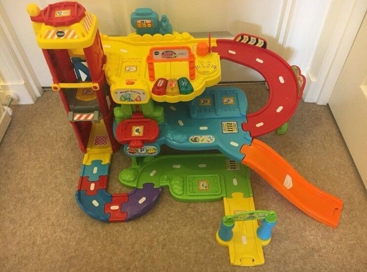 Immaculate Vtech Toot Toot Bundle