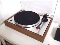 ProJect The Classic LP Record Turntable Walnut With MC Quintet Red Cartridge Mint!