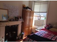 **Large double bedroom in house, shared lounge and lovely garden, 5mins walk to Archway tube**
