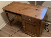 Office desk in very good condition