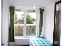 Nice single room Westfield Shopping Centre, Shepperd Bush, Central Line, direct bus to Oxford road