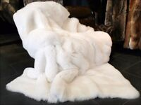 Faux Fur Throw white with cushions Mongolia wool