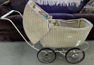 Wicker Baby/Doll Carriage