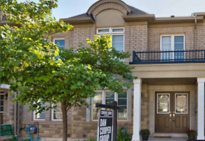 Town house for rent in Oakville at 2390 Baronwood drive