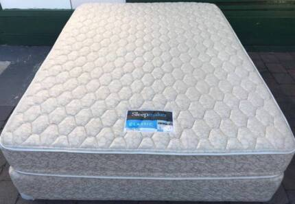 Excellent condition Sleep Maker Brand queen bed set for sale
