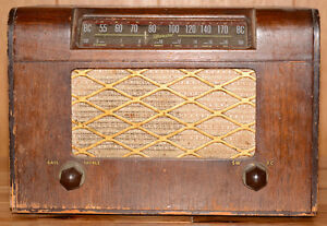 Marconi Battery Operated BC/SW Radio
