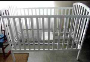 BEAUTIFUL WHITE CRIB AND MATTRESS AND EXTRAS!