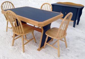 Très beau mobilier cuisine en chêne avec vaisselier.