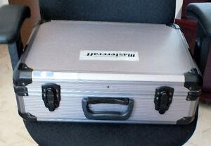Valise aluminium  pour camera et accessoires photo.