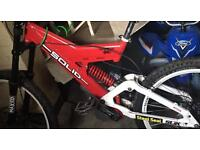 """Downhill Frame SOLID..Fox shock bouncy 26"""""""