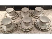 Stunning 18 Piece Tea Cups, Plates and Saucers