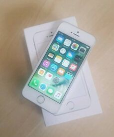 iPhone se 32 gb White and silver unlocked