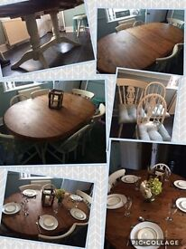 Extendable dining room table, six dining chairs and cushions