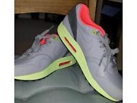 Nike air max 1 yeezy size 9 brand new never worn
