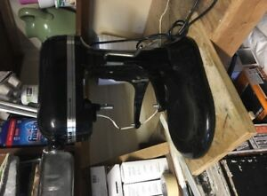 SELLING: Kitchen Aid Mixer ( missing bowl and mixing tool)