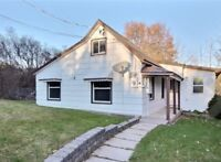 A Beautiful Home with 1-2BR/1bath & yard in Campbellford!!!
