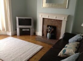 Double room in large shared house close to city centre