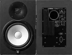 Yamaha 8 inch Powered Studio Reference Monitors w/ stands (pair)