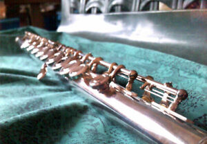 FLUTE YAMAHA OPEN HOLE PRISTINE CONDITION FOR SALE