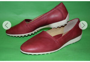 Women ECCO leather flats size 10
