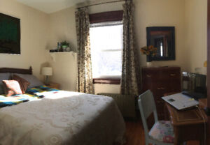 Students! Sunny Room for Rent in Stratford Sept. 1