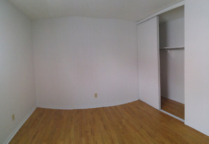 Room for rent / chambre a louer