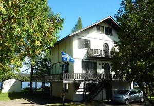 Beau Grand chalet bord de lac St-Joseph et village