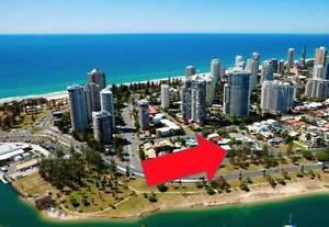 Main Beach Gem! Main Beach at your door step! Female only. Main Beach Gold Coast City Preview
