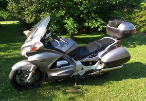 Moto  Honda  ST-1300abs- 2003 - 97,000km