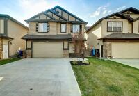 Showhome condition! Eagle Ridge home with BIG attached garage!!!