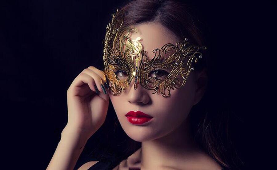 карнавальная маска как фотоэффект