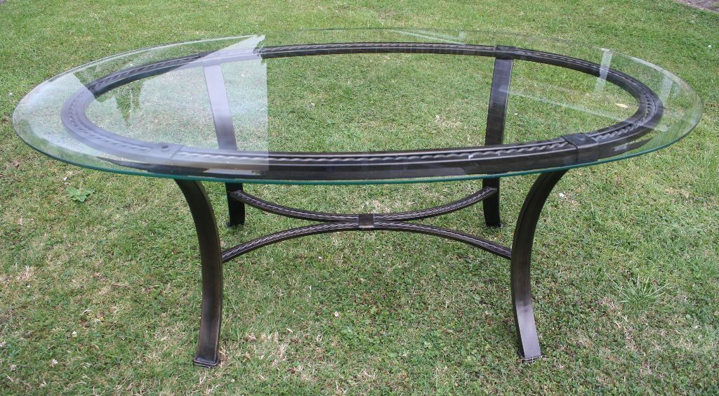 Glass top oval wrought iron coffee table furniture for Oval wrought iron coffee table with glass top