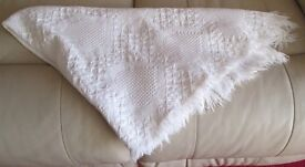 "TABLE COVER/CLOTH - WHITE, WEAVE PATTERN,FRINGED, 50"" X 44"" VGC"