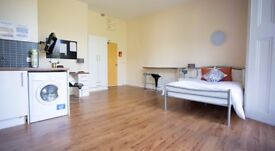 *BILLS INCLUDED* A Bright & Spacious Studio Flat to Rent Just 1 Minute From West Kensington Stn W14