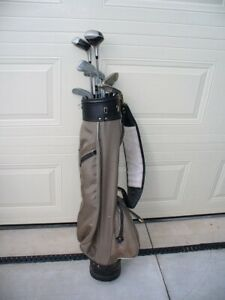 SET  OF  GOLF  CLUBS  /  BAG  &  DOZEN  BALLS