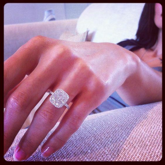 Beautiful 2.08 Ct Cushion Cut Halo Round Diamond Engagement Bridal Set I, IF GIA 5
